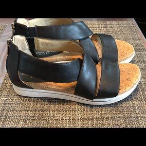 Adrienne Vittadini black sandals size 8